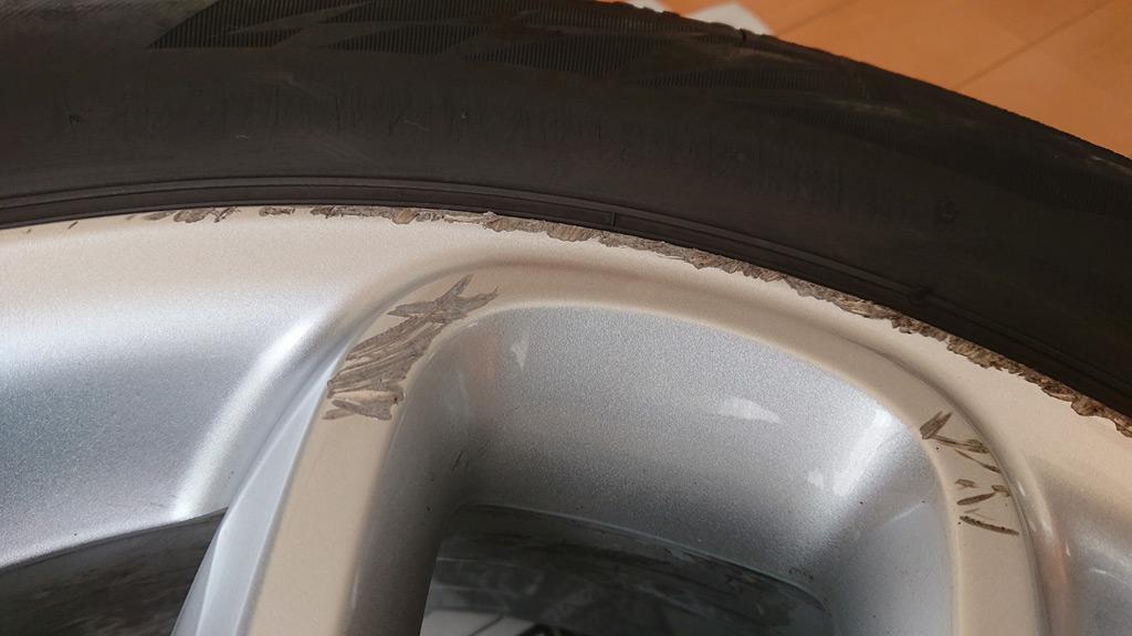 ホイール 傷 修理 ガリ アルミ 【簡単DIY】ホイールのガリ傷の修理&リペアの方法4ステップ 業者料金と比較